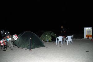 Éjszakai szálláshely Zsoltiékkal / Camping place y the gas station with Zsolt