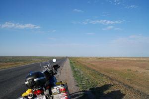 Kazakhsztánban kanyargósak az utak