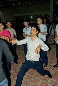 A fiúk külön táncolnak /  Boys dancing separate