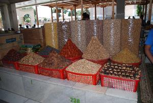 Kilátogattam a piacra. Édességed, aszalt gyümölcsök /  I went out to the local market. Sweet staff and dried fruits