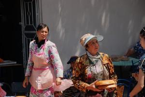 Kenyérárus Samarkanban /  Selling bread in Samarkand