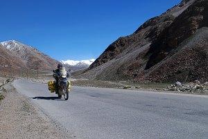 At Baital hágó felé, még betonos úton. Towards At Baital Pass here still on paved road.