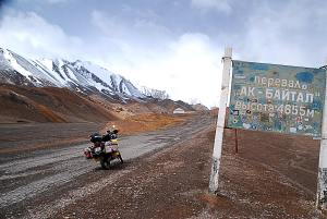 4655m Ak Baytal Hágó. 4655m high Ak Baytal Pass