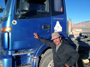 Kamionos cimbora azonnal felragasztotta a matricát  My trucker body immediately proudly placed my sticker on his truck.