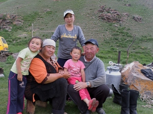 Kirgiz család a hegyekben / Kyrgyz family up in the mountains
