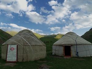 Kirgiz jurták a hegyekben / Jurts in the mountains