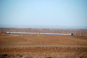 Hatalmas távolságok és szuper vonat. / Extremely long distances and an exceptionally good train.