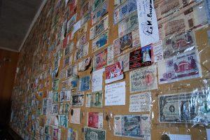Mostantól egy Magyar bankó is felkerül a falra. Én voltam az első Magyar, aki erre tévedt. / From now on a hungarian money will be sticked on the wall as well. I was the first Hungarian, who was wondering around here.