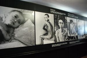 Embereket halálra éheztették. / The people were starved to death