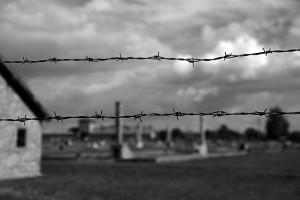 A krematórium megmaradt kéményei a háttérben / The remains of the crematorium in the background