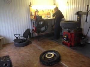 Defekt szerelés Szibériában / Repairing a flat tire in Siberia