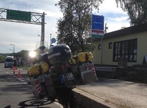A Magyar határnál / By the Hungarian border.
