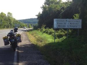 És Magyarország üdvözöl. / And Hungary welcomes me.